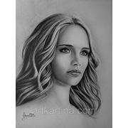 Сухая кисть.Черно-белый портрет девушки.Графика фото
