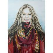 Поясной портрет девушки с мелкой прорисовкой.Сухая кисть в цвете. фото