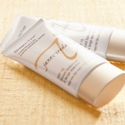 Увлажняющий крем с тоном Dream Tint® SPF15 Tinted Moisturizer Light Jane Iredale фотография