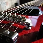 Струны для музыкальных инструментов фото