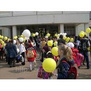 Оформление линейки в школе на первое сентября. фото