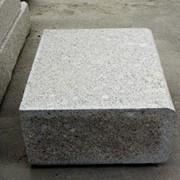Камень бордюрный