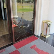 Ремонт пластиковых и алюминиевых окон, дверей, витражей........... фото