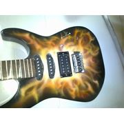 Аэрография картины огня на гитаре. фото