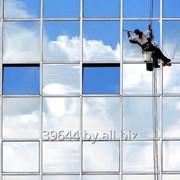 Мойка витрин, окон и фасадов фото