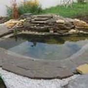 Строительство декоративных водоемов, ручьев, водопадов, плавательных прудов, поставка оборудования фото