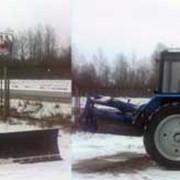 Уборка территории спецтехникой (трактор). фото