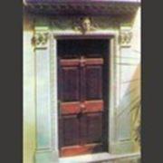 Обрамление ворот, дверей и окон из мрамора и гранита фото