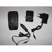 Универсальное зарядное устройство для аккумуляторов под видео и фото камеры фото