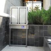 Вертикальный подъемник для инвалидный колясок фото