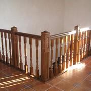 Поручни деревянные в ассортименте фото