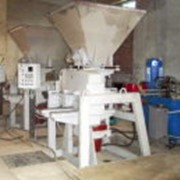 Кирпичный мини завод по изготовлению гиперпресованного кирпича. фото
