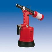 Заклепочный инструмент (ручной, пневматический, пневмогидравлический и аккумуляторный) фото