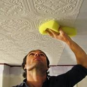 Поклейка обоев виниловых, бумажных на потолок