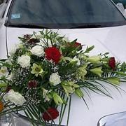 Изготовление украшений для свадебных автомобилей из живых цветов фото