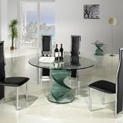 Обеденный стол из стекла фото