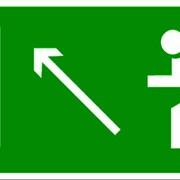 Эвакуационный знак, код E 06 Направление к эвакуационному выходу налево вверх фото