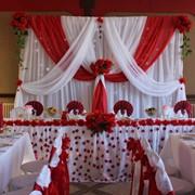 Декорирование свадебного зала, оформление зала для торжеств тканями, цветами, шарами фото