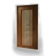 Дверь распашная со стеклянной вставкой фото