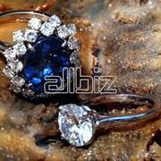 Золотое кольцо с топазом фото