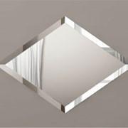 Прямолинейный фацет на зеркале, стекле фото