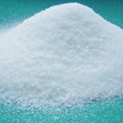 Декстроза моногидрат пищевая в виде белого порошка, сладкая на вкус фото
