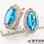 """Серьги родиум """"Зауженный большой голубой камень в оправе мелких камней"""" 324940(2)"""