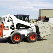 Аренда мини погрузчика Bobcat S300 фото