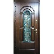 Двери со стеклом и ковкой  фотография
