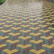 Укладка бетонной тротуарной плитки фото