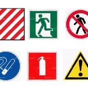Знаки безопасности, информационные плакаты, таблички фото