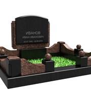 Гранитный мемориальный комплекс на кладбище фото