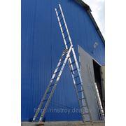 Лестницы трехсекционные универсальные алюминиевые. Общая высота от 3,36 до 10,95 м. фото