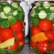Ассорти из огурцов и помидоров фото