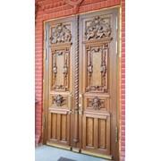 Входная дверь из массива с резьбой фото