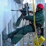 Мытье окон и фасадов с помощью альпинистов фото