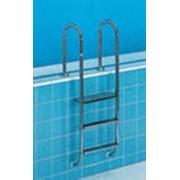 Лестницы и поручни для бассейнов фото
