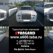 Аренда лимузина Chrysler 300C (Rolls-Royce) белого цвета для свадьбы и других мероприятий фото