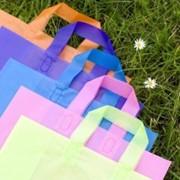 Полиэтиленовые пакеты различной цветовой гаммы фотография