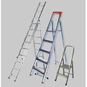 Лестницы, стремянки, передвижные подставки фото