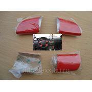 Ford Focus: накладки рулевого колеса, цвет красный