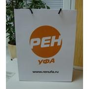 Логотип на пакете фото