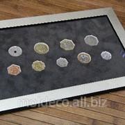 Монеты сувенирные в багетной рамке фото