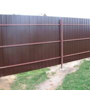 Забор металлический из профлиста.  фото