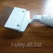 Вилка для распечатывания сот с пластмассовой ручкой фото