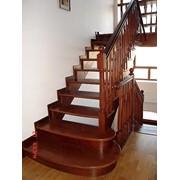 Изготовление деревянных лестниц по индивидуальным размерам (в Крыму, Симферополе, Севастополе, Ялте, Алуште) фото