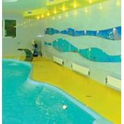 Обходные зоны вокруг бассейнов, душевые комнаты, раздевалки, коридоры