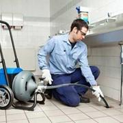 Прочистка канализации, сифонов в квартире и офисе фото