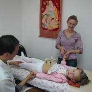 Китайский доктор, диагностика ,иглоукалывание, массаж тела фото