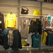 Торговое оборудование для магазинов одежды фото